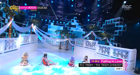 2NE1 (투애니원) – Falling in love (폴링 인 러브) Music Core 7/20/2013