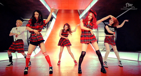 f(x) (에프엑스) – Rum Pum Pum Pum (첫 사랑니) Music Video