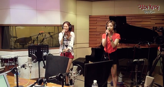 Jewelry (쥬얼리) - Hot and Cold (핫 앤 콜드) MBC FM4U Kim Shin Young Radio Performance 2013/07/18